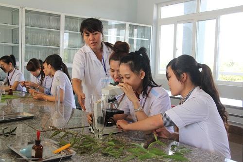 Bạn có thể theo học Cao đẳng để thực hiện ước mơ làm Bác sĩ, Dược sĩ