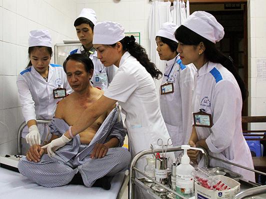 Gắn liền với người bệnh sẽ giúp sinh viên nâng cao tay nghề