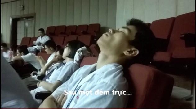 Từ ăn cơm bụi đến ngủ sàn nhà