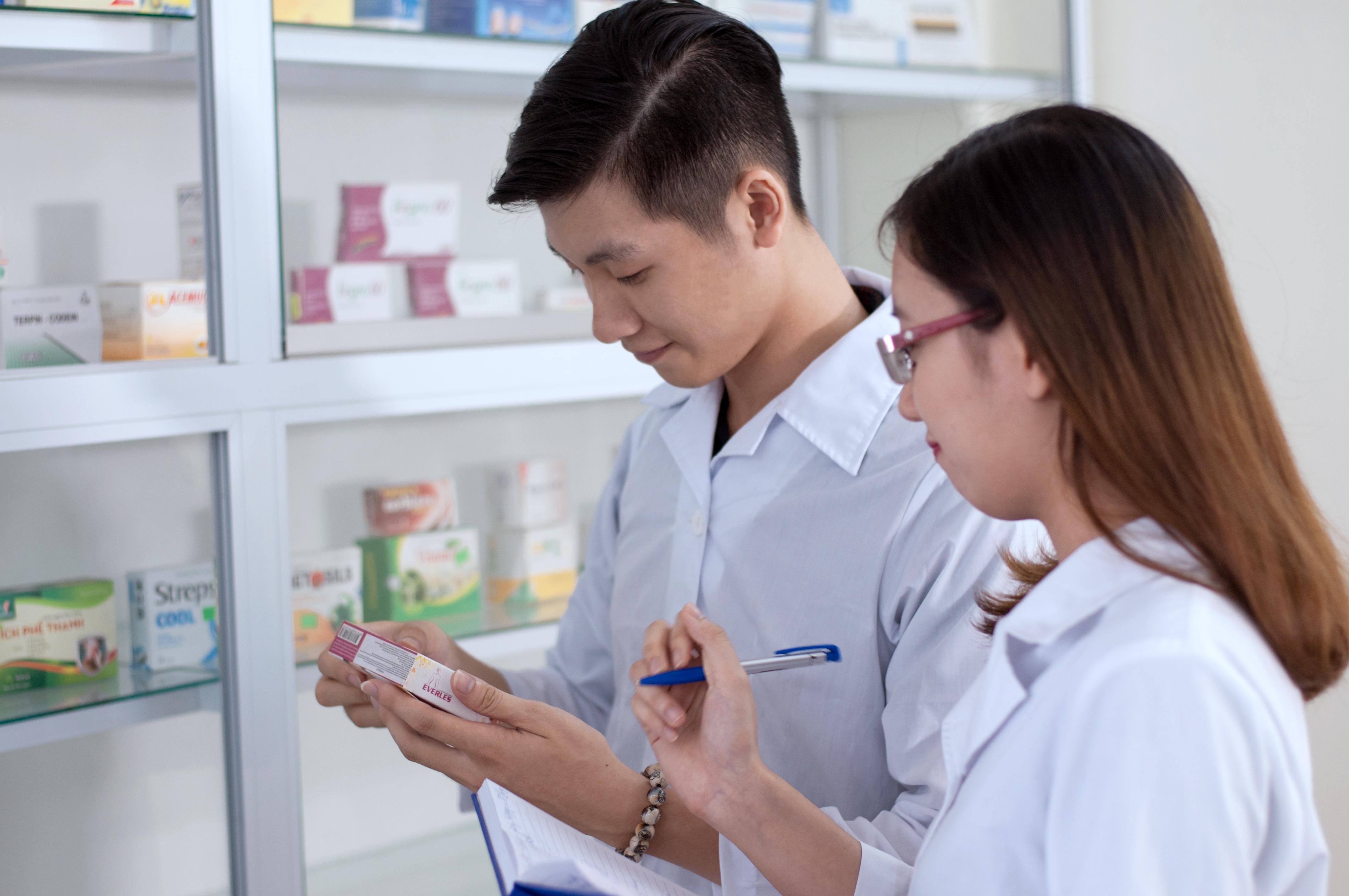 Dược sĩ Cao đẳng thực hành tại cơ sở Dược hợp pháp