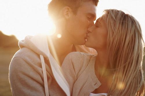 Liệu pháp giảm stress hiệu quả nhờ nụ hôn