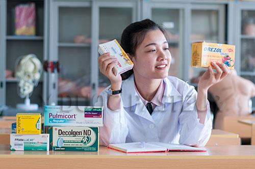 Liên thông Cao đẳng Dược để thực hiện yêu cầu chuẩn hóa cán bộ ngành Y tế